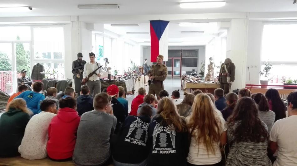 Výstava ku 72. výročiu SNP na ZŠ A. Dubčeka